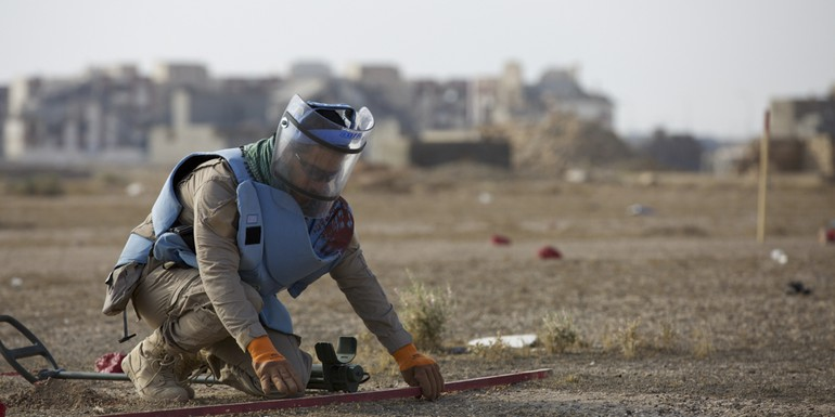 Mine clearance Iraq - NRC photo.jpg